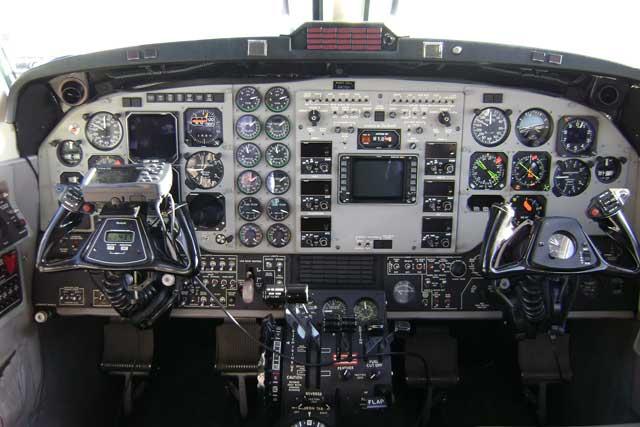 kingair200_panel-12