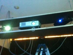 プロジェクタ3台で画面を映します。